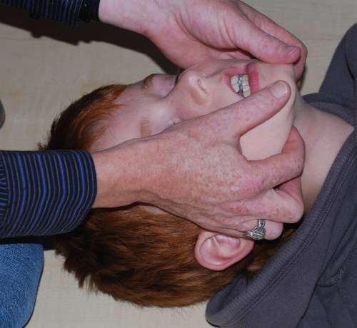 Verlegung der Atemwege, Atemwege freihalten, Esmarch Handgriff