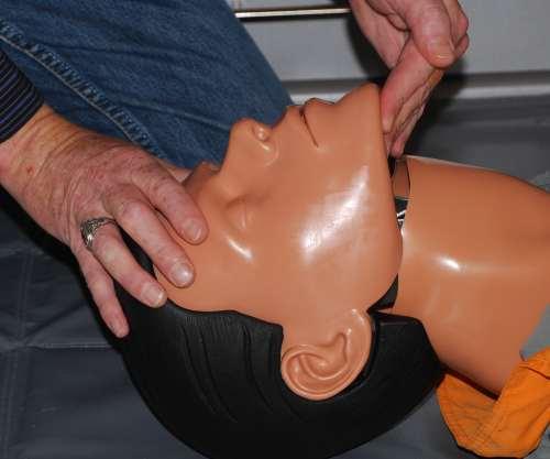 Verlegung der Atemwege, Atemwege freimachen, heben des Zungengrundes
