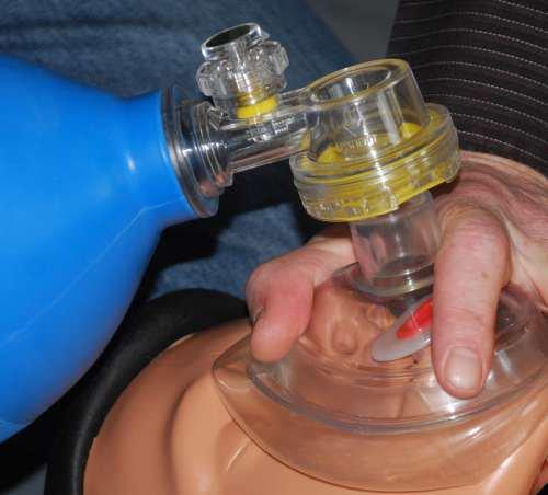 Beatmungsbeutel undichte Atemmaske, Druck auf den Nasenrücken